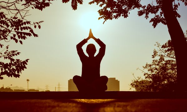meditate, what to do when you can't sleep, fall asleep faster, thoughts, fall asleep